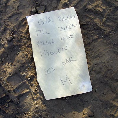 Note paper on the ground